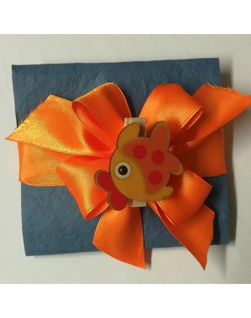 Pacchetto confetti carta di cotone con molletta pesce