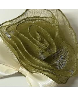 Rosa in organza con tasca portaconfetti